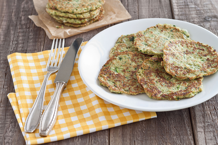 31449172 - zucchini fritter served on a plate